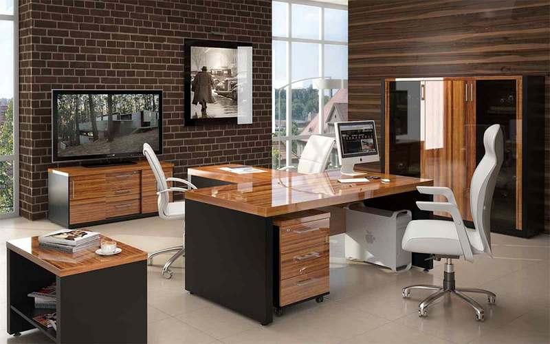 Письменный стол в кабинете
